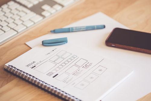 Diferencias y beneficios entre una página Web a medida y una basada en una plantilla