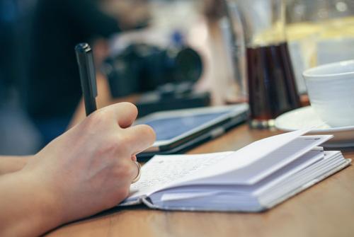¿Cómo monetizar y ganar dinero con tu Blog? ¡Vive escribiendo!